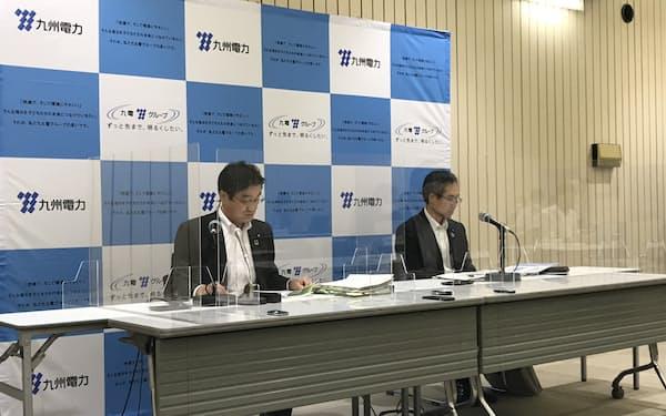 21年4~6月の連結決算について説明する九州電力の中野隆上席執行役員㊧