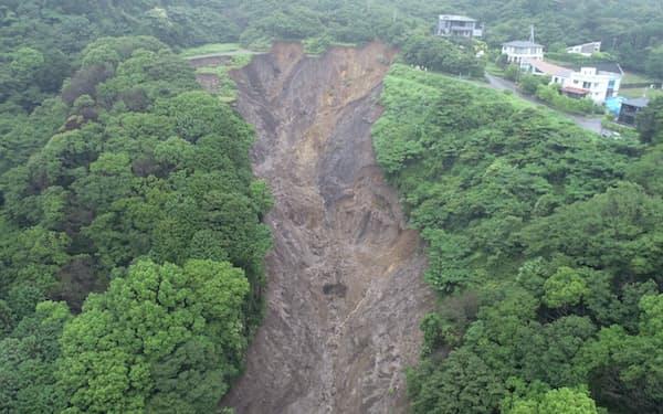 熱海の土砂災害では上流部の盛り土が崩れた(静岡県提供)