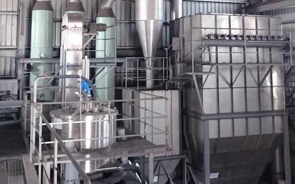 反応炉を組み合わせた設備で灰を化学品に変える(写真は台湾の設備)