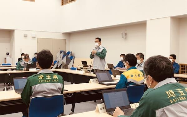 新型コロナウイルス対策本部会議で発言する大野元裕知事(30日、埼玉県庁)