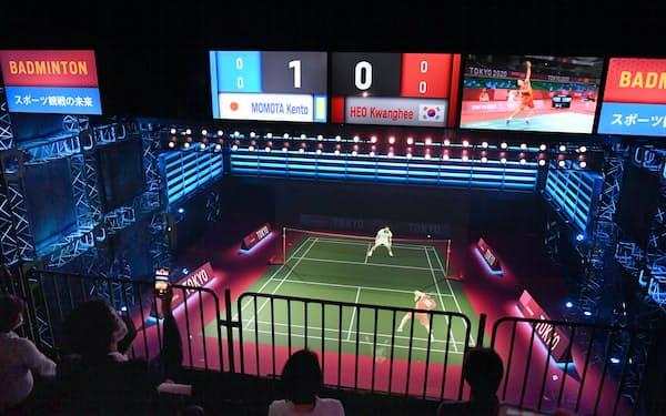 NTTの通信技術で映し出されたバドミントンの試合(30日午後、東京都江東区の日本科学未来館)