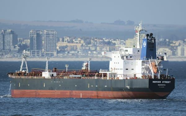 オマーン沖で攻撃されたタンカー(写真は2016年、南アフリカ沖での航行時)=AP