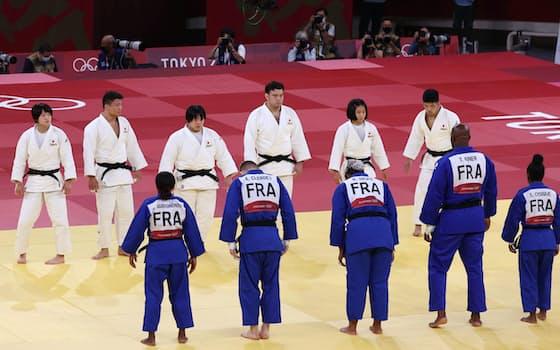 フランスとの決勝戦に臨む日本チーム
