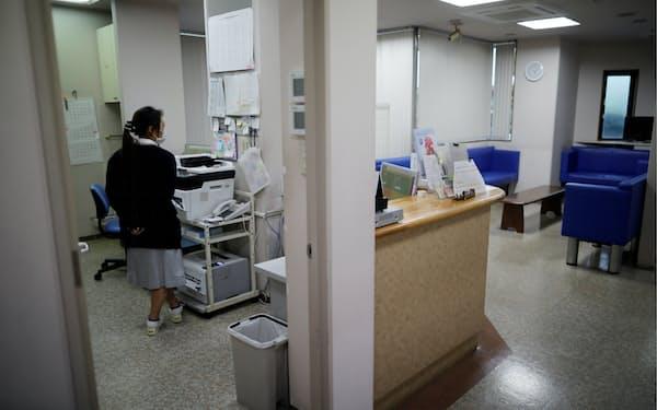 新型コロナ禍で診療所の経営環境が悪化している(埼玉県内のクリニック、写真はイメージ)=ロイター