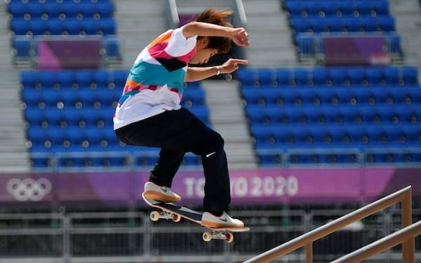 スケートボード男子ストリートで金メダルを獲得した堀米雄斗選手=ロイター