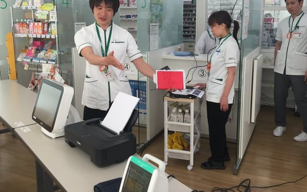 京都・嵐山周辺にある「そうごう薬局 京都松尾店」内に設置された健康ステーション