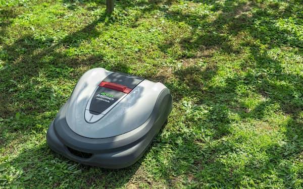 事前設定したエリア内を自動走行しながら草を刈る