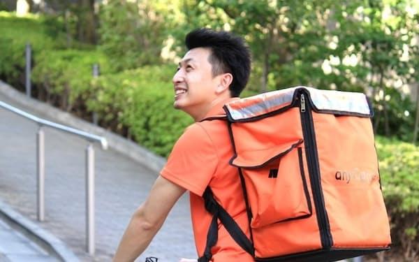 顧客企業から発注を受け、エニキャリのスタッフが自転車で10~15分で商品を届ける
