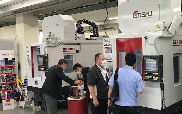 7月中旬に開いた展示会では、幅広い業界の顧客開拓に取り組んだ(浜松市内の本社)