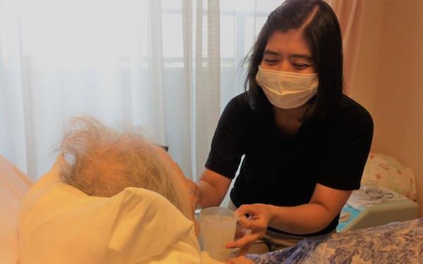 光寿会の特別養護老人ホーム「あかね」では、ミャンマーの技能実習生を受け入れている