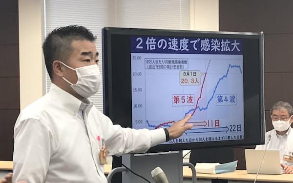 帰省や旅行を控えるよう呼びかける滋賀県の三日月知事(2日、滋賀県庁)