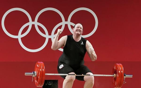 女子87キロ超級のスナッチで125キロに失敗したニュージーランドのハバード=共同