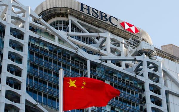 HSBCは中国本土での富裕層向け事業のために3000人の従業員を募集している=ロイター