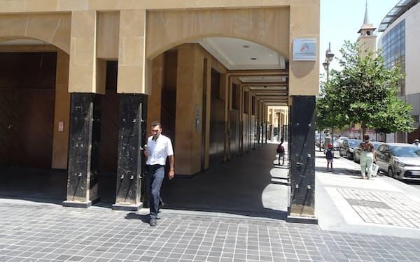 中東のパリと称されたベイルート中心部では閉鎖したままの店舗が目立つ(7月29日)