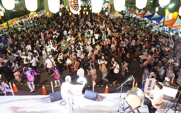 「すみだ錦糸町河内音頭大盆踊り」には2日間で3万人以上が集まる(2017年)