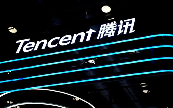 FILE PHOTO: A Tencent logo is seen at its booth at the 2020 China International Fair for Trade in Services (CIFTIS) in Beijing, China September 4, 2020. REUTERS/Tingshu Wang/File Photo