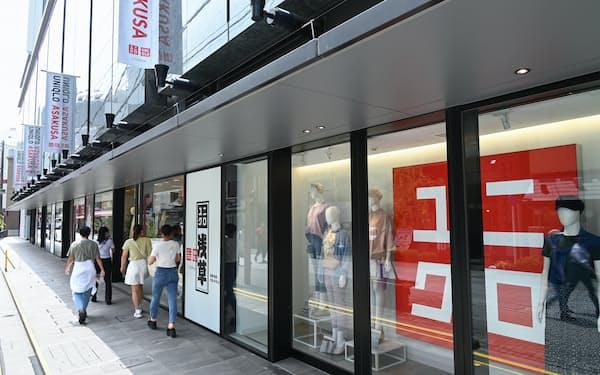 天候の良い日が続き来店客数も伸びた(東京都台東区の「ユニクロ浅草」)