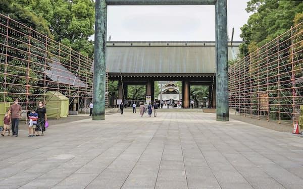 東京・九段の靖国神社=共同