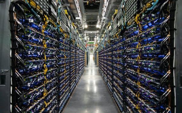 グーグルが開発したスパコン「TPU v4 Pod」=同社提供