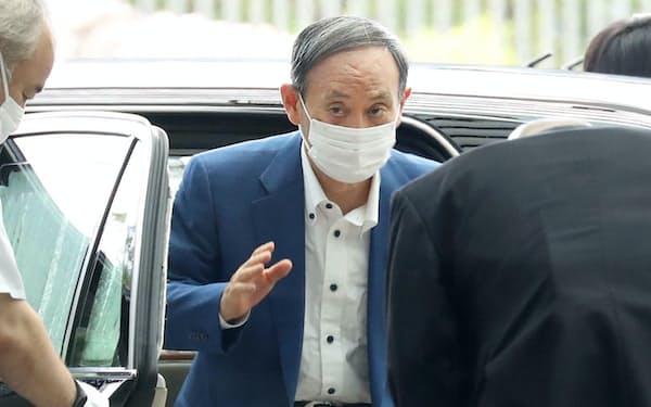 首相官邸に入る菅首相(3日午前)