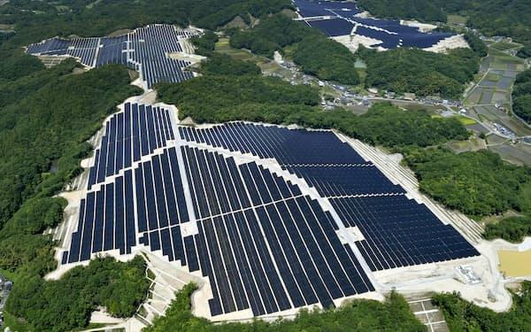 政府は再生可能エネルギーの導入で30年度に二酸化炭素約1億トン分の排出削減を見込む
