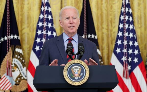 バイデン米大統領はクオモ・ニューヨーク州知事と近い関係にある(3日、ホワイトハウス)=ロイター