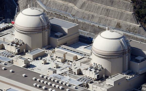 関西電力の大飯原発3号機(右、福井県おおい町)