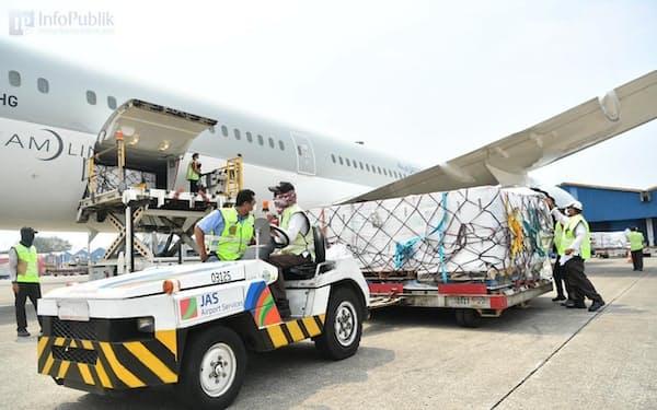 インドネシアのスカルノ・ハッタ国際空港に到着した米モデルナ製ワクチン(1日、ジャカルタ近郊)=在インドネシア米国大使館のフェイスブック