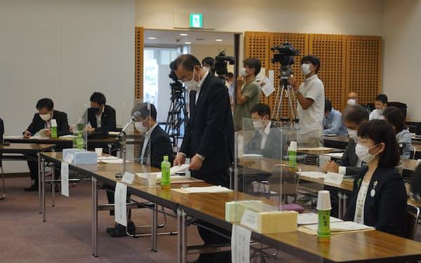 木次線観光列車運行検討会であいさつする島根県の松尾紳次副知事