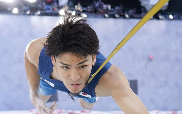 男子複合予選 スピードの楢崎智亜=青海アーバンスポーツパーク