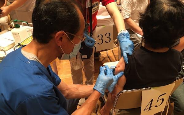新型コロナの感染者数を抑えるにはワクチン接種をいかに円滑に進めるかが課題だ(写真はイメージ)