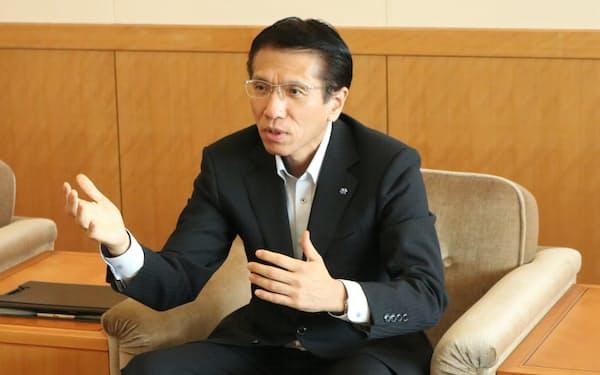 インタビューに答える北陸電力の松田光司社長(富山市の本社)