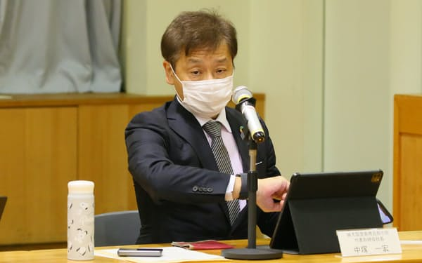意見聴取を受ける堂島商取の中塚社長(5日、農水省)