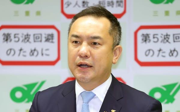 記者会見で辞職を正式表明する鈴木英敬・三重県知事(5日午前、三重県庁)