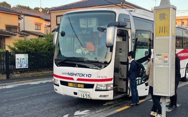 携帯の位置情報データを使い、需要の見込める場所にバス停を設けた(6月、東京都八王子市)