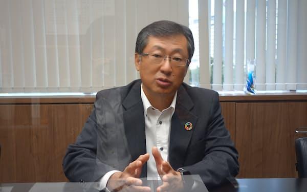 取材に答える、三菱UFJ銀行の笠晶九州・沖縄本部長