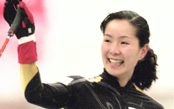 長野パラリンピックのアイススレッジスピードレース女子1500メートルLW10クラスで優勝、2つ目の金メダルを獲得した(1998年3月)=共同