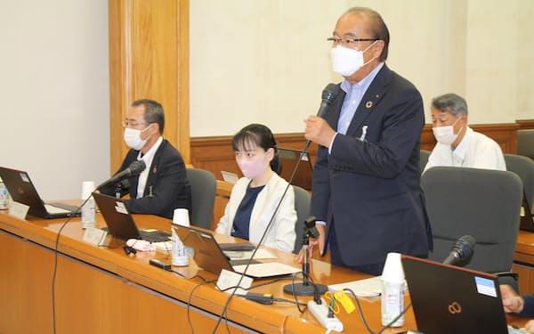 新田八朗知事は毎回「突き抜けた議論を」と委員に呼びかけた(7月26日、富山県庁)