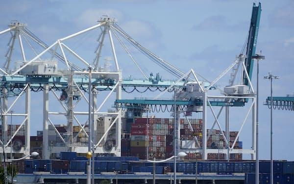 中国などからの輸入が膨らんでいる(米マイアミの港)=AP