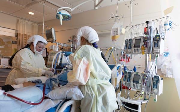 集中治療室で治療を受けるコロナ患者(米ユタ州)=ロイター