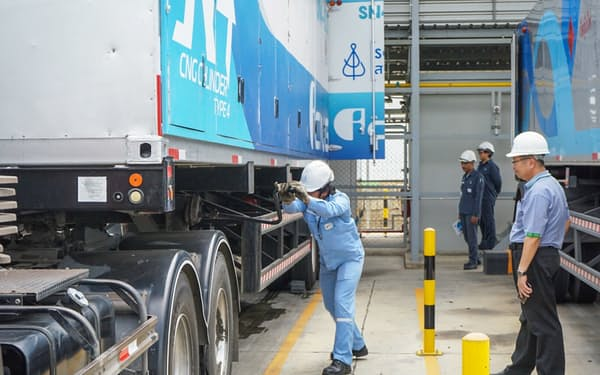 圧縮天然ガス(CNG)などを顧客向けに運搬・設置する(タイ国内の充填拠点)