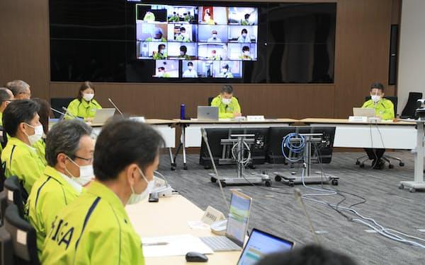 飲食店への時短要請などを決めた滋賀県の新型コロナウイルスの対策会議(6日、滋賀県庁)