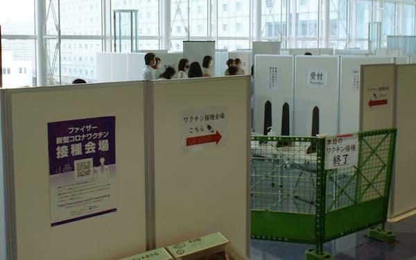 羽田空港国際線ターミナルに設置されたワクチン接種特設会場=共同