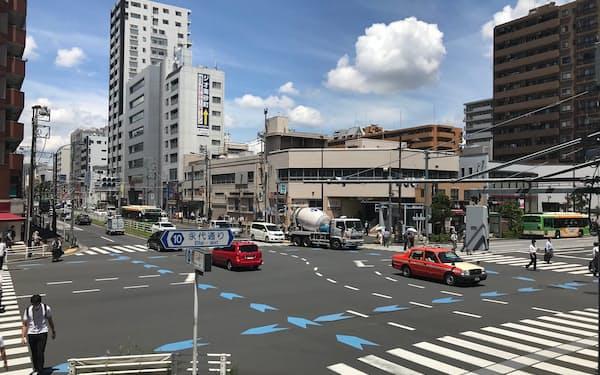 延伸した有楽町線と東西線の乗換駅になる見通しの地下鉄東陽町駅前(東京・江東)