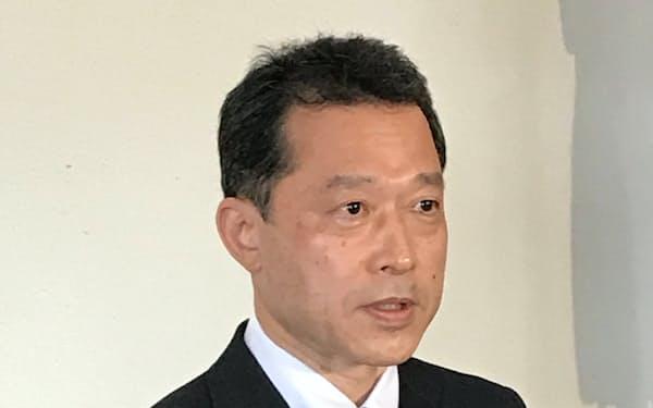 三重県知事選への立候補の意向を示した一見勝之・国交省前自動車局長(6日、三重県亀山市)