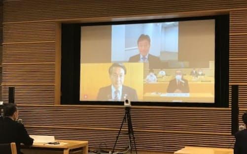 知事会の飯泉会長(画面右下)は西村経財相(同上)とオンラインで意見交換した(6日)
