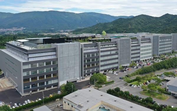 ディスコ桑畑工場の全景(左端が新棟)
