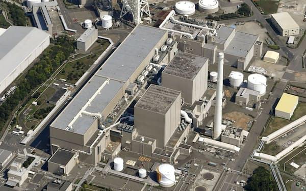中部電力浜岡原発1~2号機など国内の原発では廃炉作業が本格化していく=共同