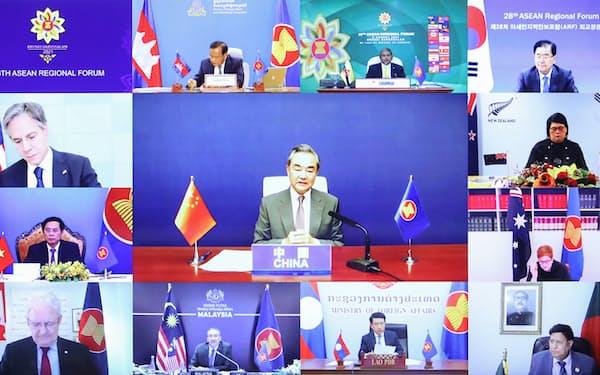 ARFでは中国の王毅氏(中央)が米国を念頭に批判を展開した(写真はカンボジア外務省のホームページから)