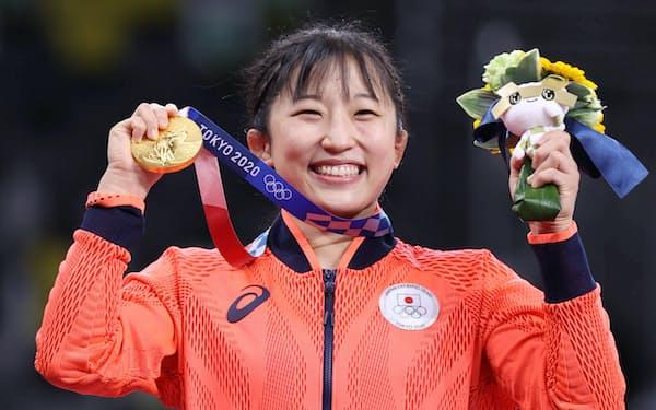 金メダルを獲得した須崎